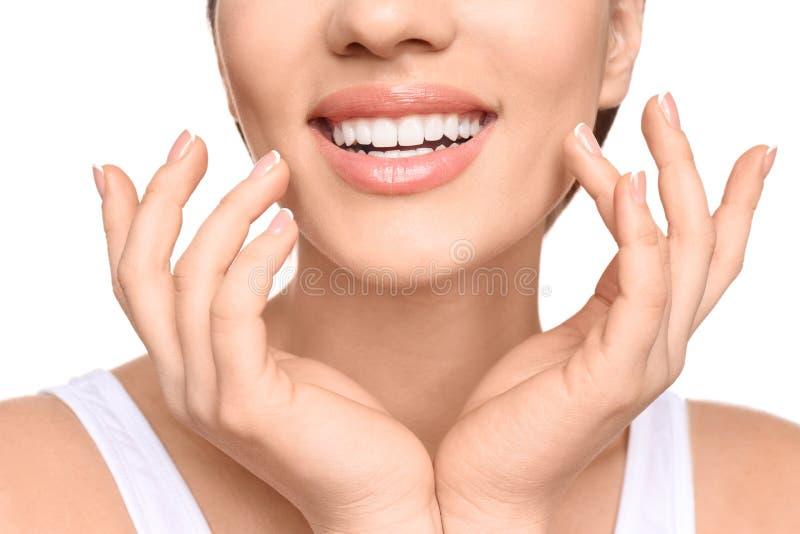 Junge Frau mit schönem Lächeln lizenzfreie stockfotos
