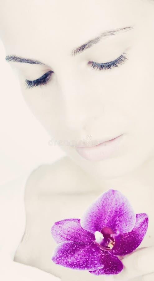 Junge Frau mit schöner Haut stockfotografie