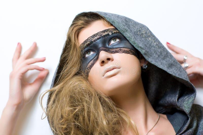 Junge Frau mit Schablone lizenzfreie stockbilder