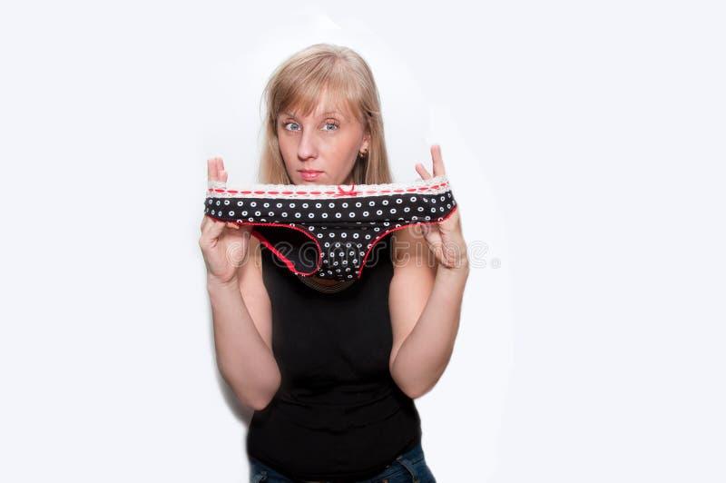 Junge Frau mit Schlüpfer mit Tupfen stockbilder