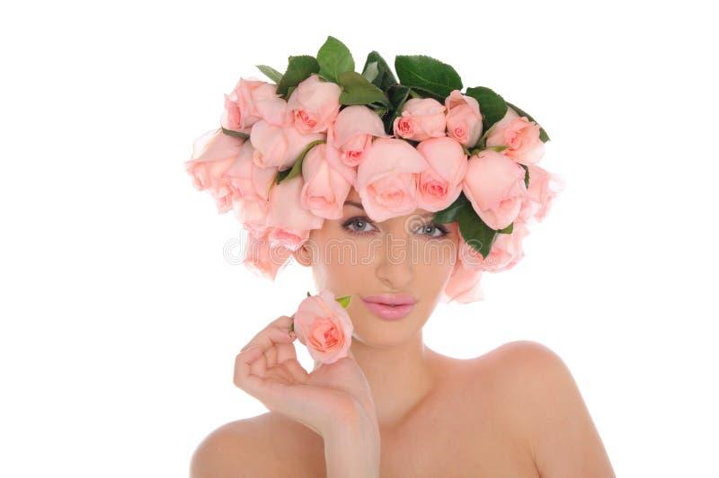 Junge Frau mit Schmucksachen der Rosen stockbild