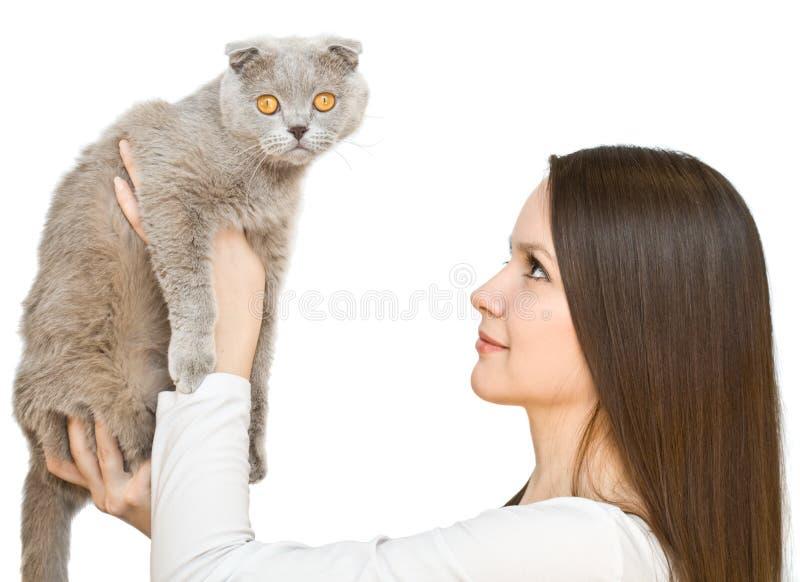 Junge Frau mit schottisch-falten Katze stockfotografie