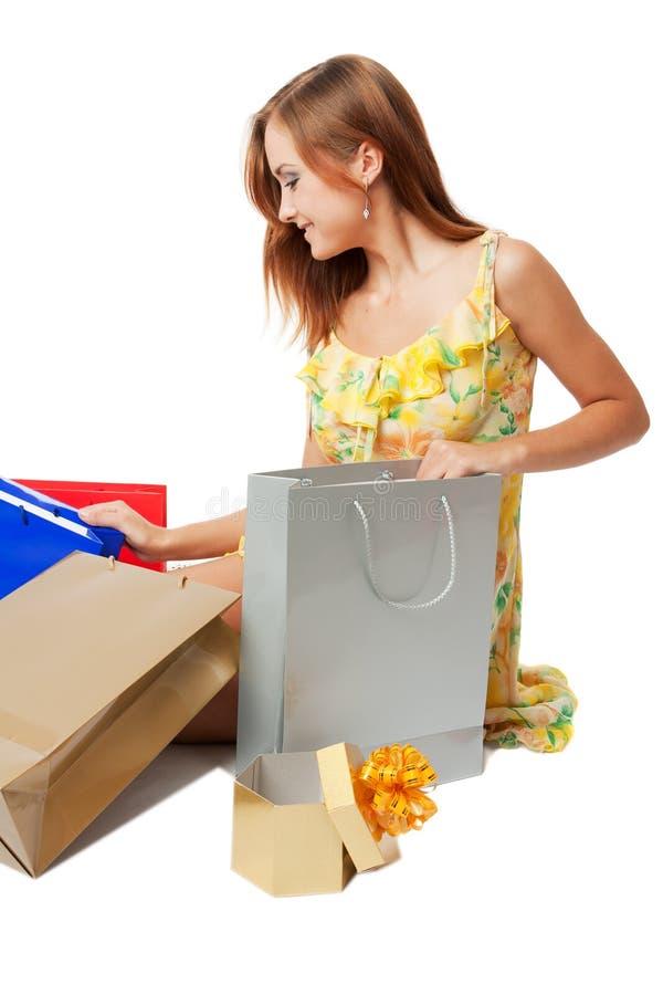 Junge Frau mit shoping Beuteln stockbilder
