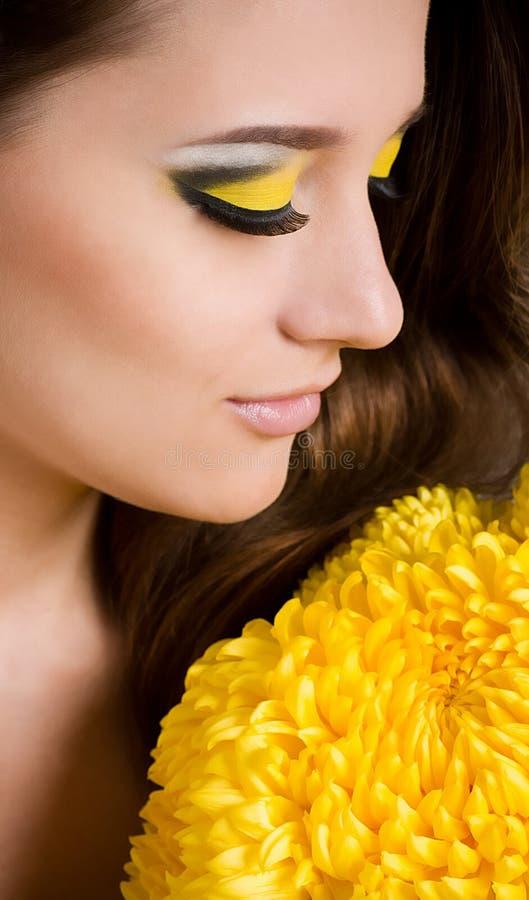 Download Junge Frau mit Verfassung stockbild. Bild von fashion - 27731753