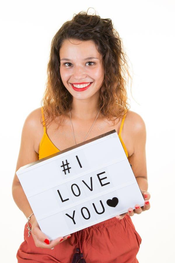 Junge Frau mit weißer Liebe des Zeichens I für Mutter- und Freundfamilie lizenzfreie stockbilder
