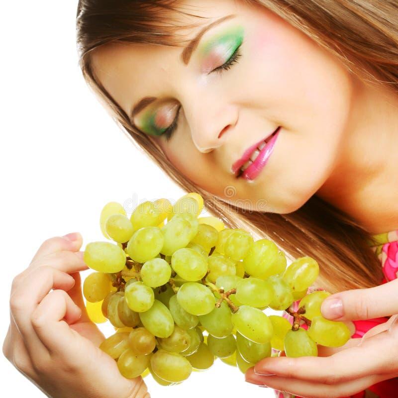 Junge Frau mit Weintraube stockbild