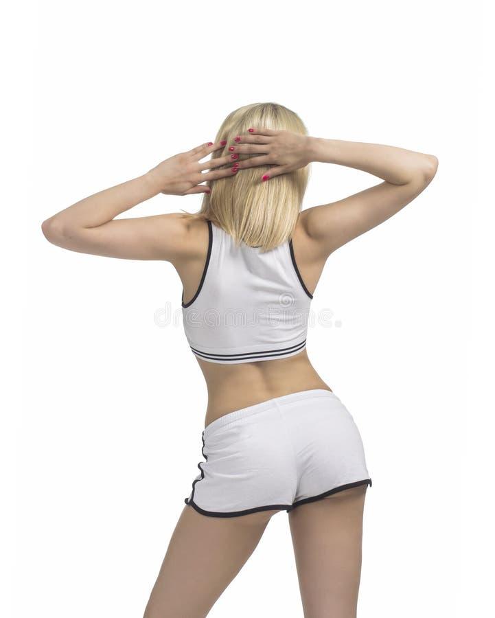 Junge Frau nimmt an Eignung und Yoga teil lizenzfreie stockfotos