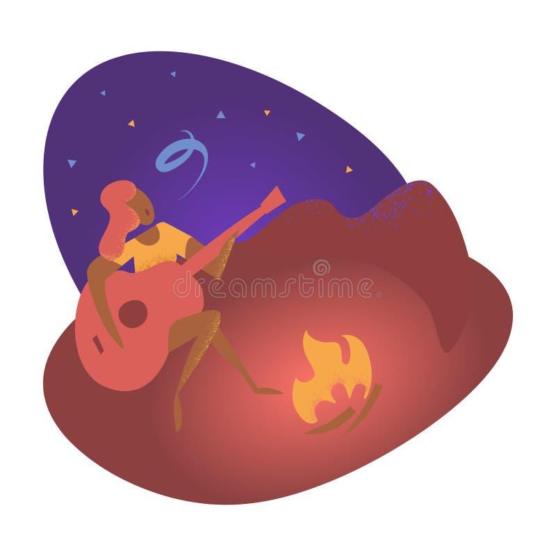 Junge Frau sitzt nahe Feuer und spielt die Gitarre Wochenende in einer Wildnis auf einem sternenklaren nächtlichen Himmel des Som lizenzfreie abbildung