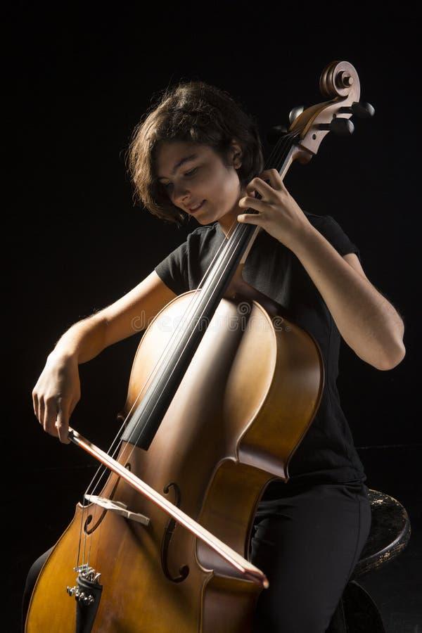 Junge Frau Spielt Cello Lizenzfreies Stockfoto