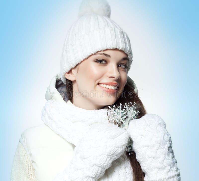 Download Junge Frau Vor Spiegel Im Verfassungsraum Stockbild - Bild von mädchen, weihnachten: 106804411