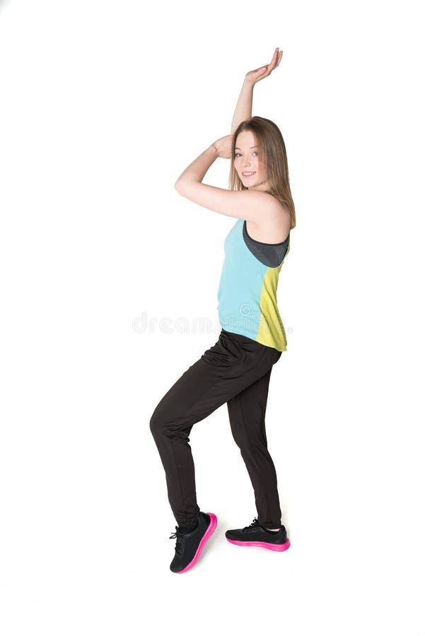 Junge Frauen in den Rüttlern, die Spaß tanzen und haben stockfoto