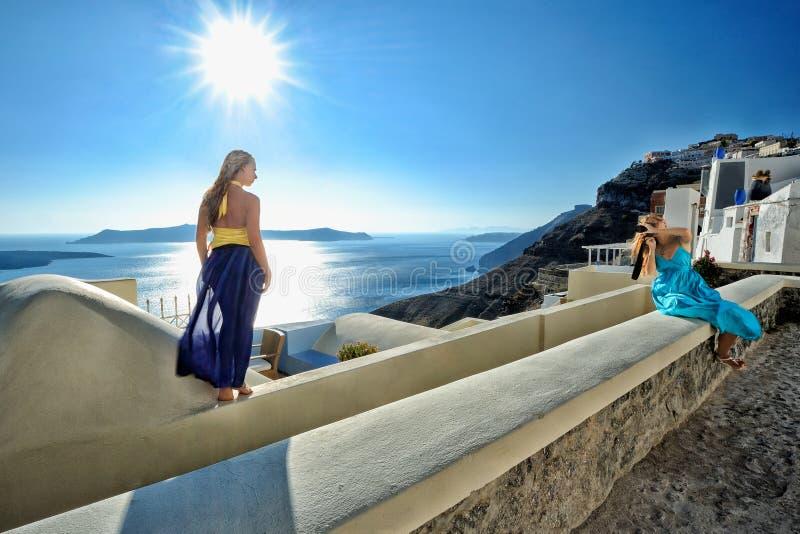 Junge Frauen machen ein Foto stockfoto