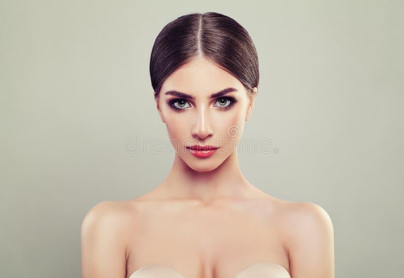 Junge Frauen-Porträt Cosmetology, Schönheit lizenzfreie stockfotos