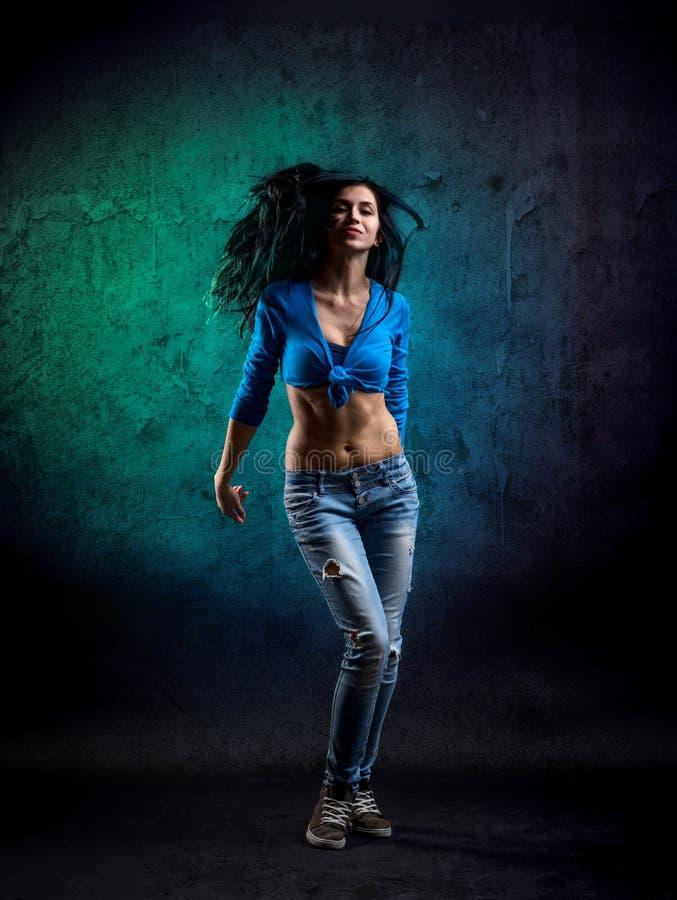 Junge Frauen-Tanzen stockbild