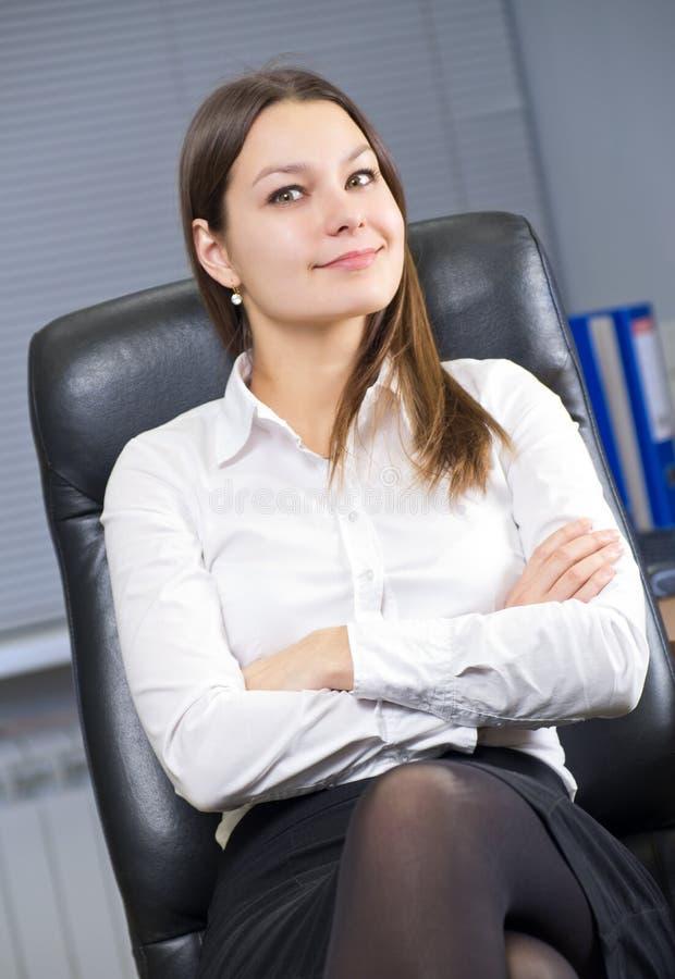 Junge Geschäftsfrau stockbild