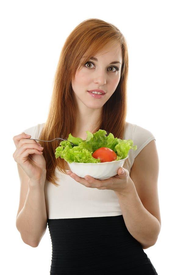 Junge Geschäftsfrau, die Salat isst lizenzfreie stockfotografie