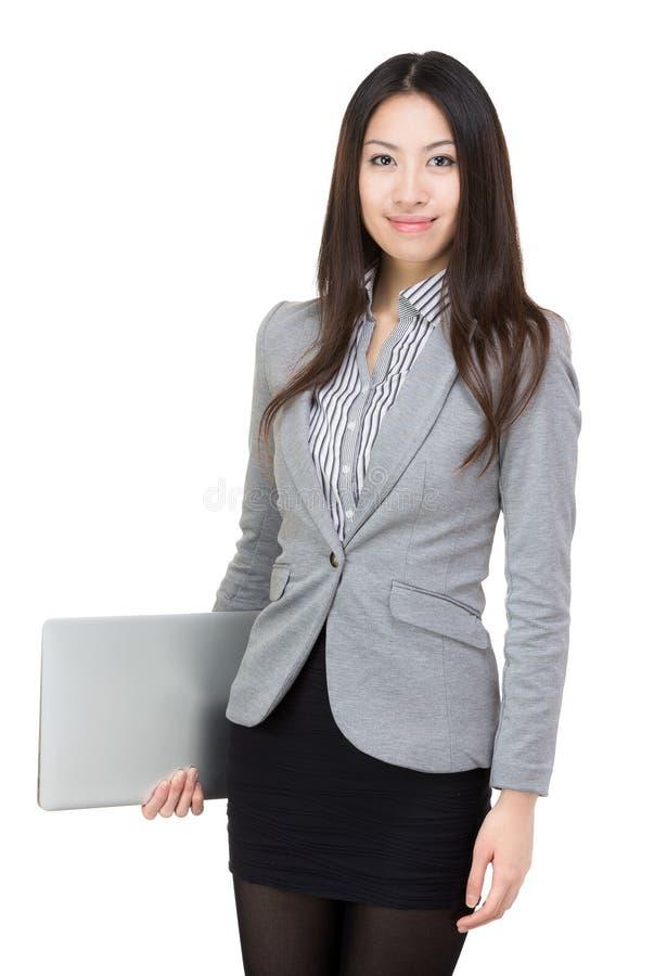 Junge Geschäftsfrau mit Computer stockfotografie