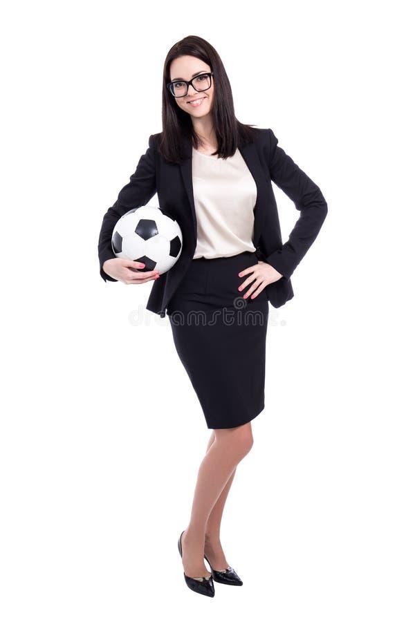 Junge Geschäftsfrau mit dem Fußball lokalisiert auf Weiß lizenzfreie stockfotos