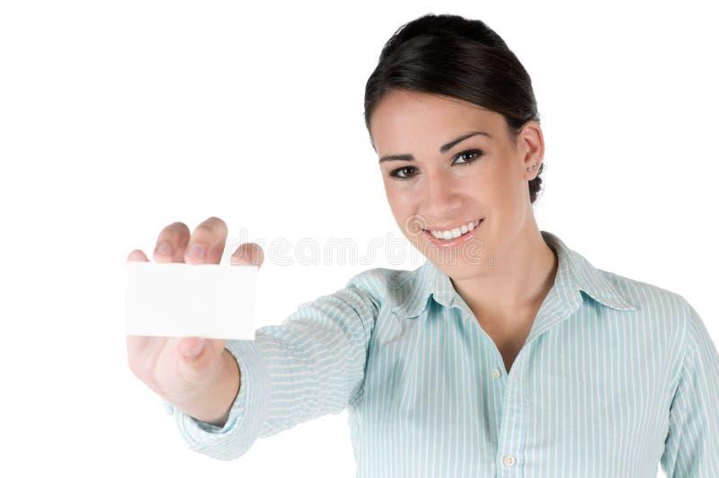 Junge Geschäftsfrau mit der Visitenkarte, getrennt lizenzfreie stockbilder