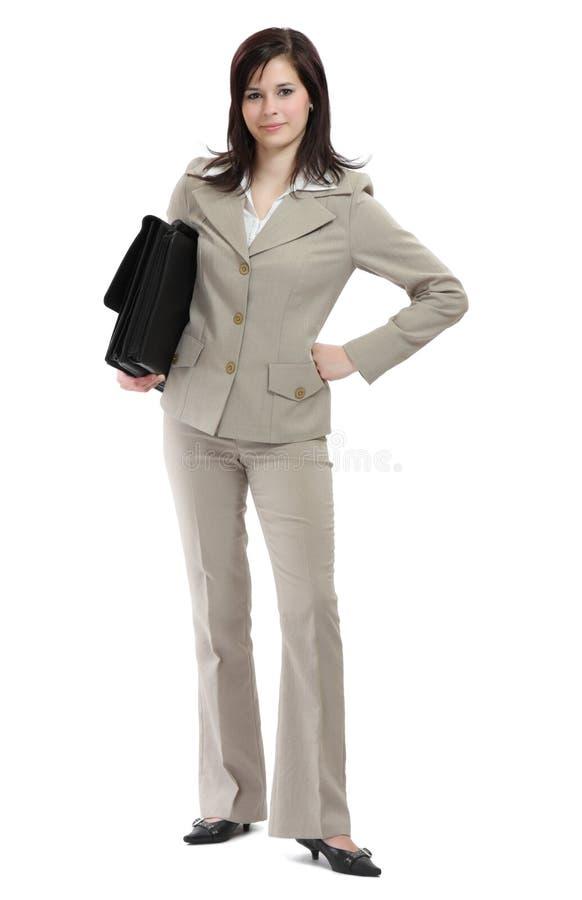 Junge Geschäftsfrau mit schwerem Aktenkoffer stockbild
