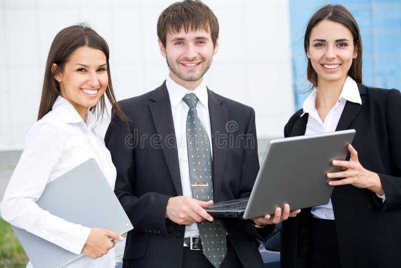 Junge Geschäftsleute stockfotografie