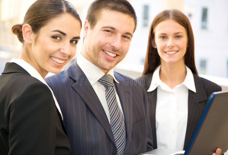 Junge Geschäftsleute lizenzfreies stockfoto