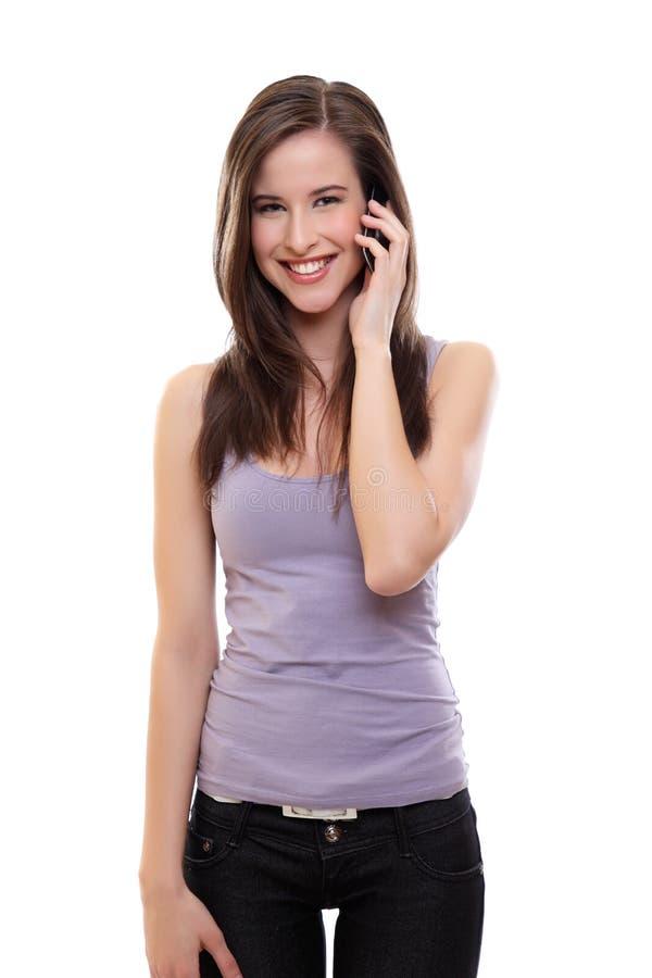 Junge glückliche Brunettefrau, die einen Aufruf bildet stockfotografie