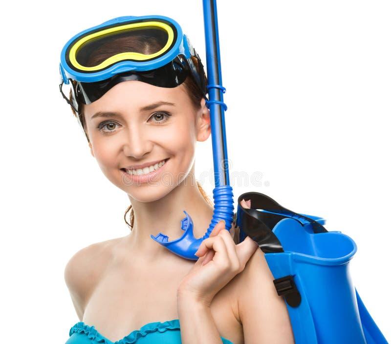 Junge glückliche Frau mit Schnorchelausrüstung lizenzfreies stockfoto