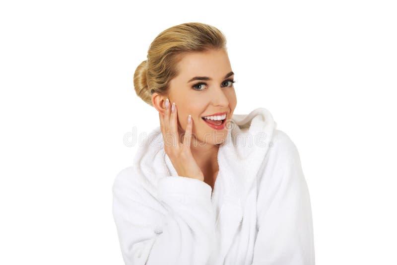 Junge glückliche Frau nach Bad stockbilder
