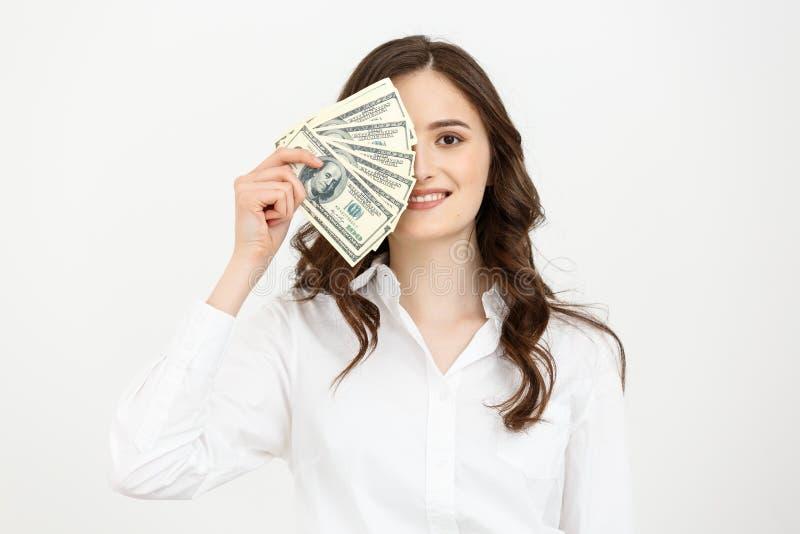 Junge glückliche Geschäftsfrau mit Dollar in der Hand Getrennt auf weißem Hintergrund lizenzfreie stockbilder