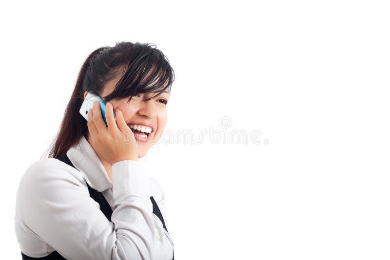 Junge glückliche Geschäftsfrau am Telefon lizenzfreie stockbilder