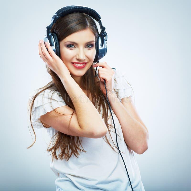 Junge glückliche lokalisiertes Porträt der Musik Frau Weibliches vorbildliches Studio stockfotos
