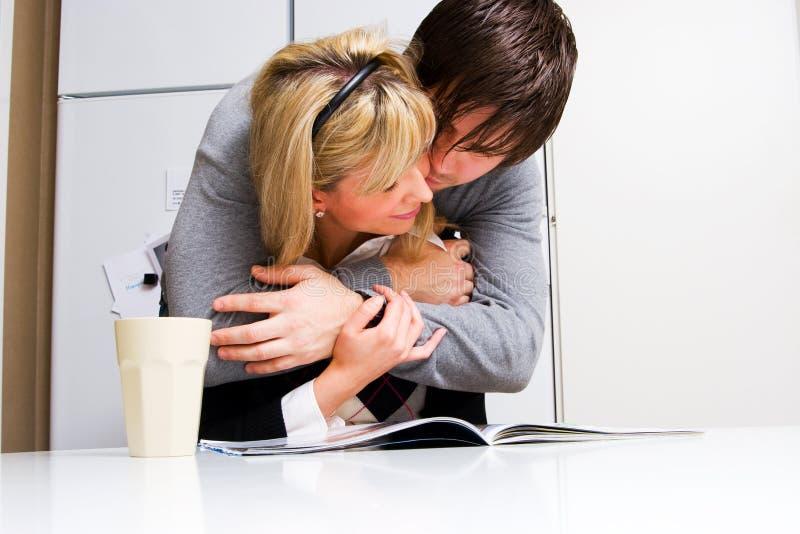 Junge glückliche Paare stockbilder