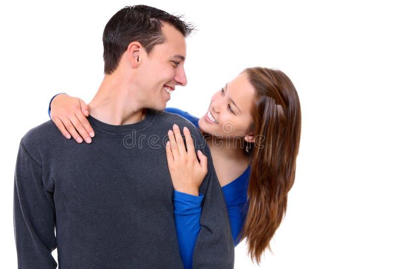 Junge glückliche Paare in der Liebe lizenzfreie stockfotografie