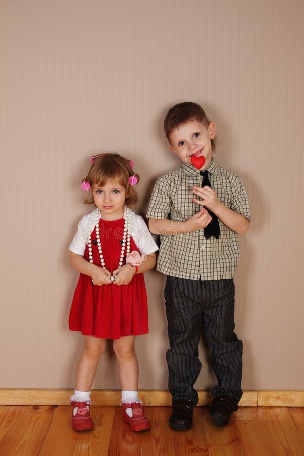 Junge und Mädchen, die Bilder datieren