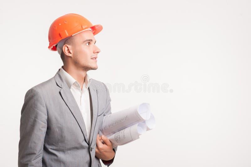 Junge hübsche Architekteningenieuraufstellung lizenzfreies stockbild