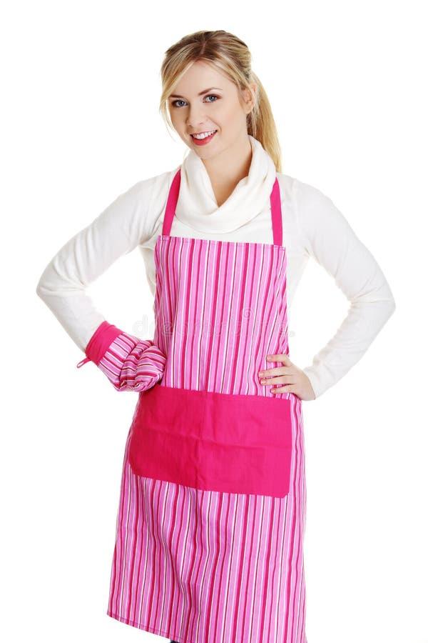 Junge Hausfrau poppt sich happy