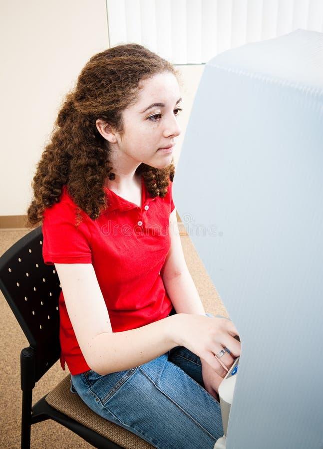 Junge hispanische Frauen-Stimmen stockfotos