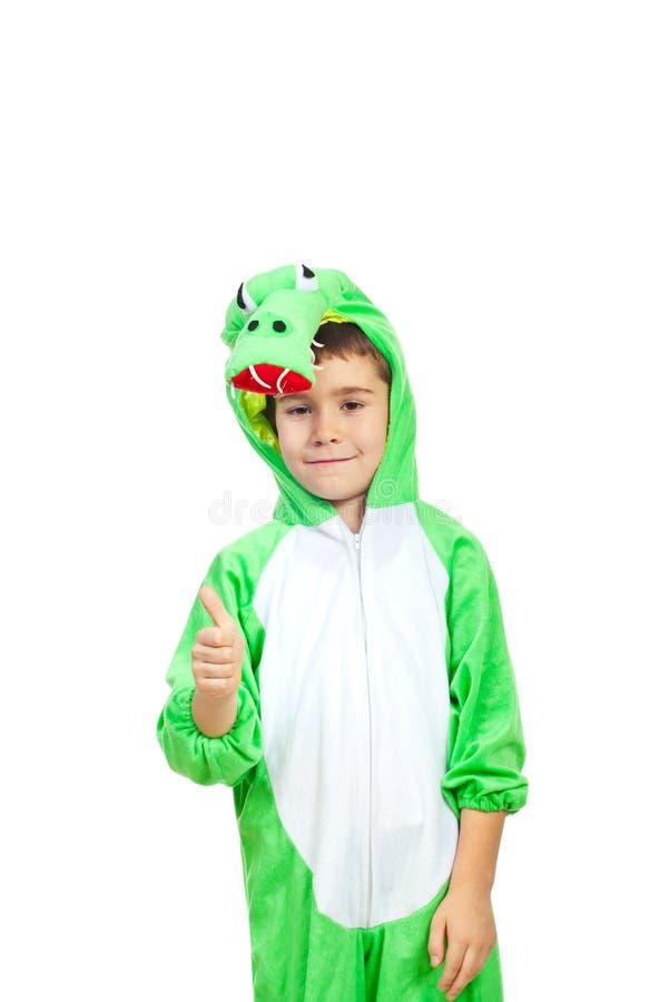 Junge im Krokodilkostüm geben Daumen lizenzfreie stockfotos