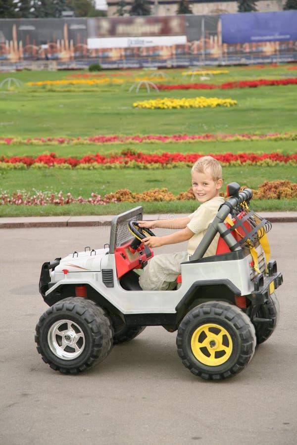 Junge Im Spielzeugauto Lizenzfreies Stockbild