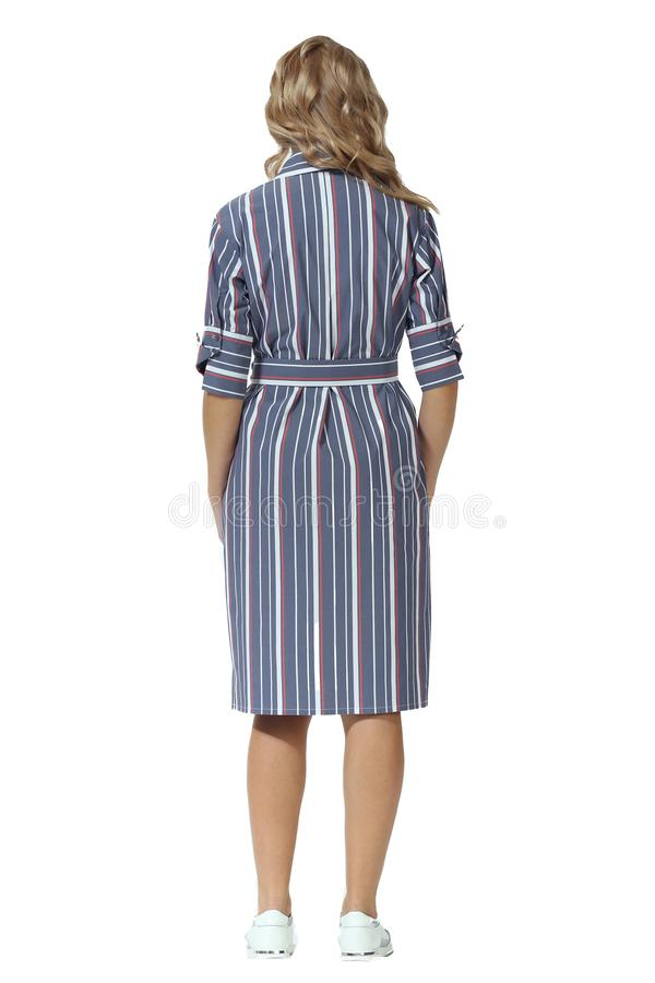 Junge kaukasische Geschäftsfrauexekutive, die Stilettschuhe der hohen Absätze des Sommers in der vollen Körperlänge der langen ge lizenzfreie stockfotos