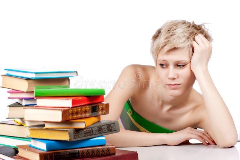 Download Junge Kursteilnehmerfrau Mit Lots Büchern Stockbild - Bild von traurig, prüfung: 26366961