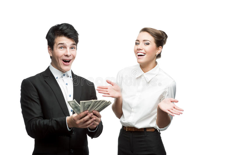 Junge lächelnde Geschäftsleute, die Geld anhalten lizenzfreies stockbild