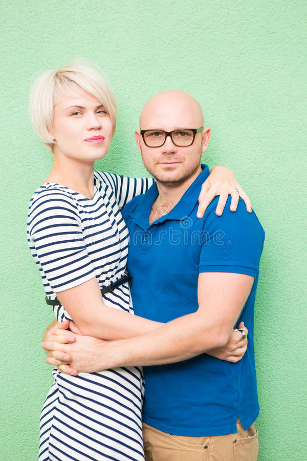 Junge lächelnde Paare, Porträt stockfoto