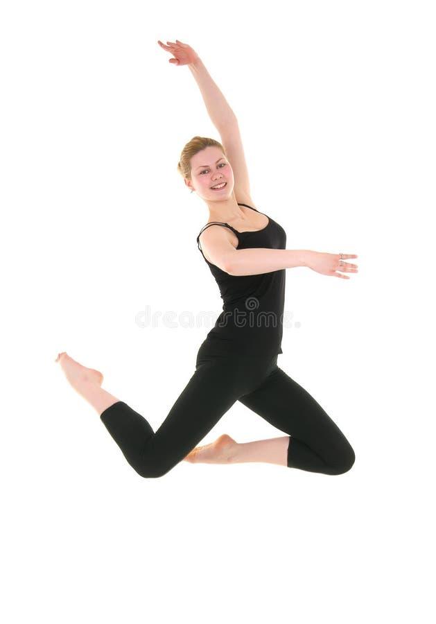 Junge lächelnde Tänzerfrau im schwarzen Trikotanzug lizenzfreie stockfotos