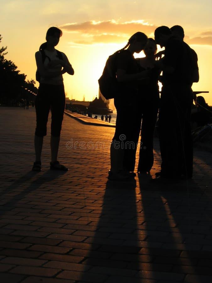 Junge Leute Am Abend Lizenzfreie Stockbilder