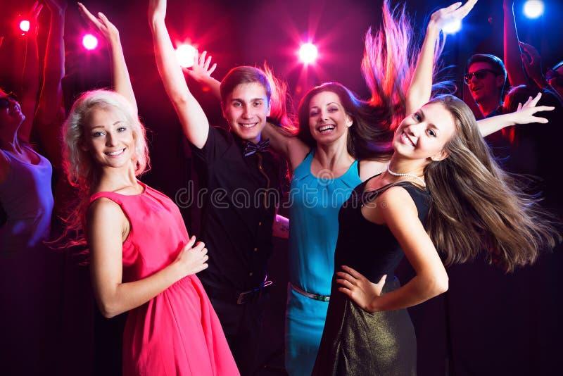 Junge Leute an der Partei. lizenzfreies stockbild
