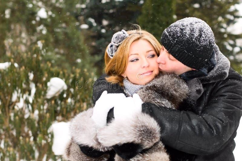 Junge liebevolle Paare lizenzfreies stockfoto