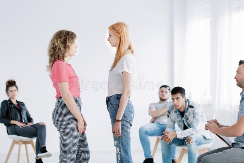 Junge Mädchen während der Psychotherapie lizenzfreie stockfotos