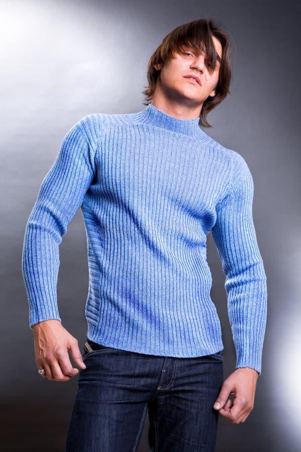 Junge Männer gekleidet in der modernen Kleidung. lizenzfreie stockfotos